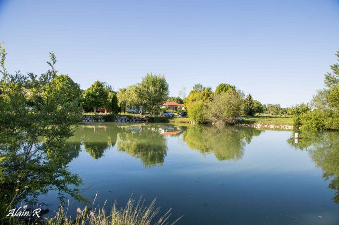 Camping-Village-vacances–Lac-Saint-Georges–Sarrecave–lac