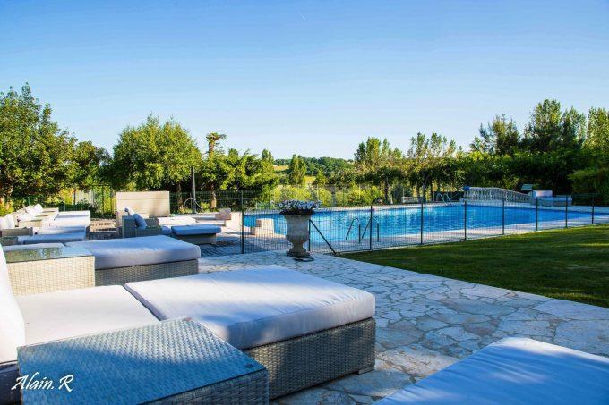 Camping-Village-vacances–Lac-Saint-Georges–Sarrecave–piscine–terrasse