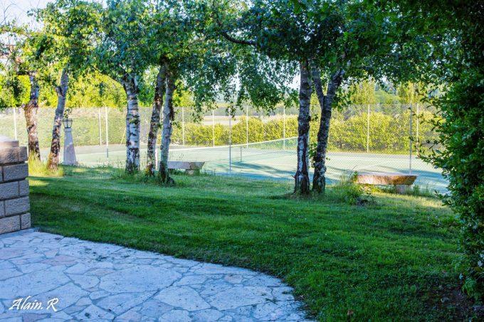 Camping-Village-vacances–Lac-Saint-Georges–Sarrecave–tennis