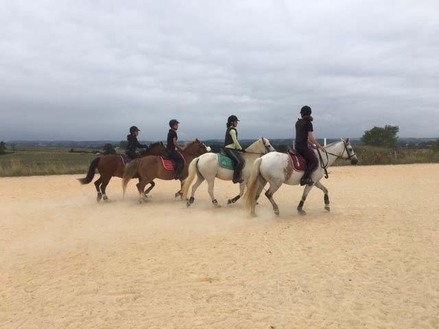 Centre-equestre-Les-farfadets–cavaliers—–Escanecrabe