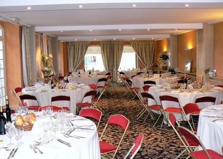 L-hostellerie-des-cedres-salle-restaurant-VILLENEUVE-DE-RIVIERE