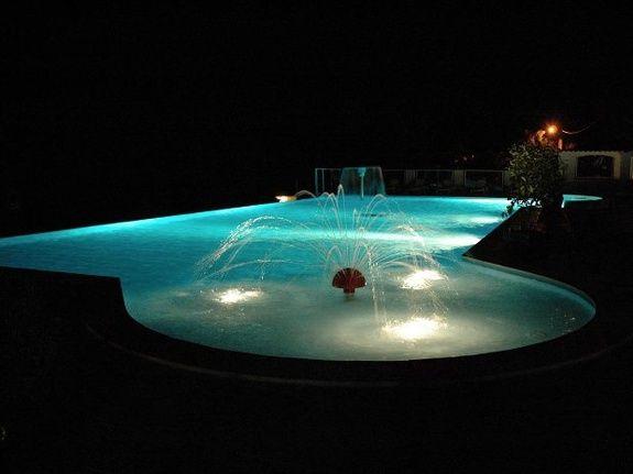 Piscine-by-night-Camping-Paradis-Midi-Pyrenenees