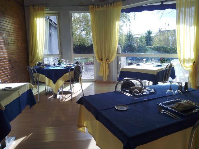 Restaurant-Le-Clos-Bleu-2–Villeneuve-de-Riviere-