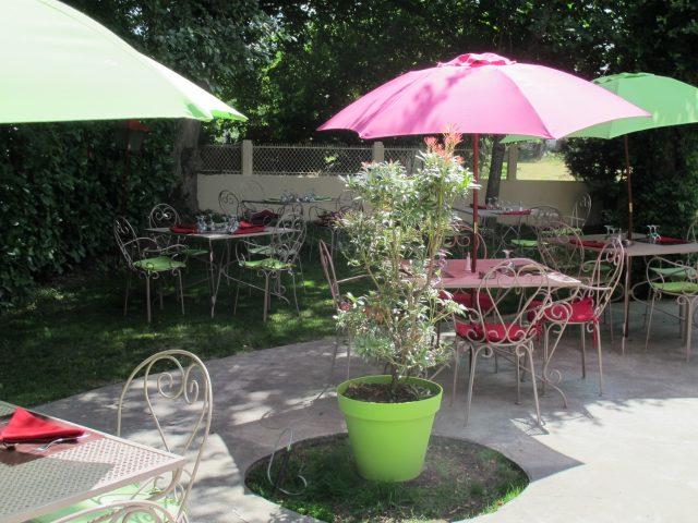 salon-jardin-hostellerie-du-parc-LABARTHE
